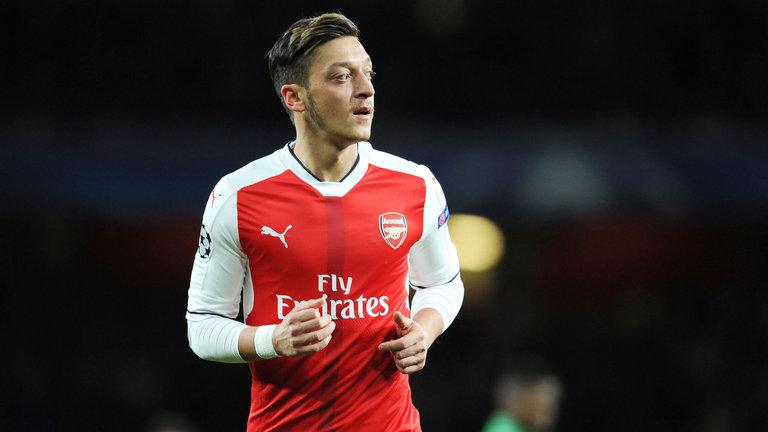 Mantan Arsenal Ingin Unai Emery Segera Menjual Mesut Ozil